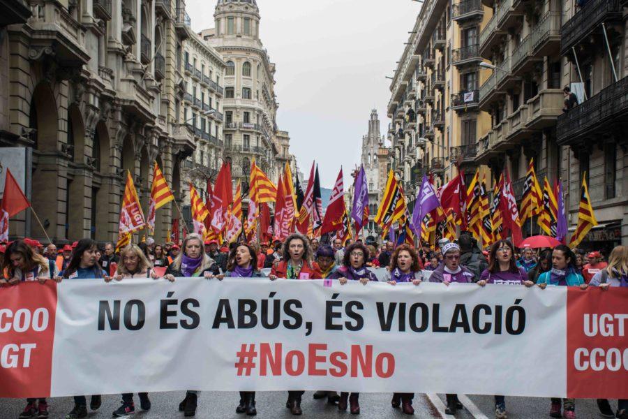 La revolta feminista s'apodera de l'1 de maig, un pèl deslluït pel mal temps