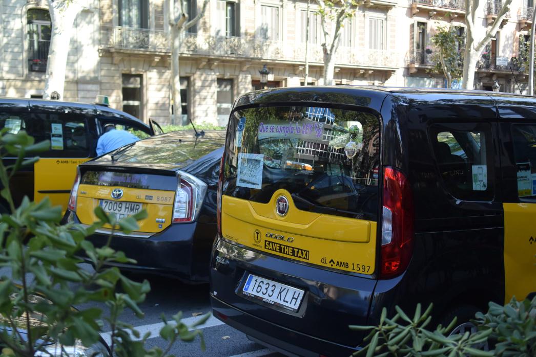 Els taxis encara bloquejaran unes hores la Gran Via de Barcelona foto: Tomeu Ferrer