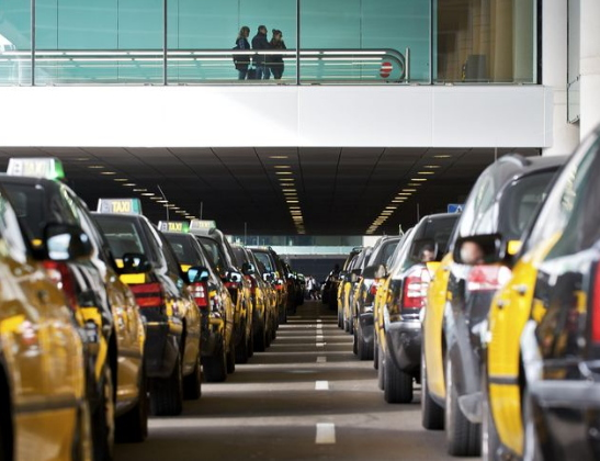 Els taxistes de Barcelona fan vaga 48 hores contra la competència dels VTC de grans multinacionals
