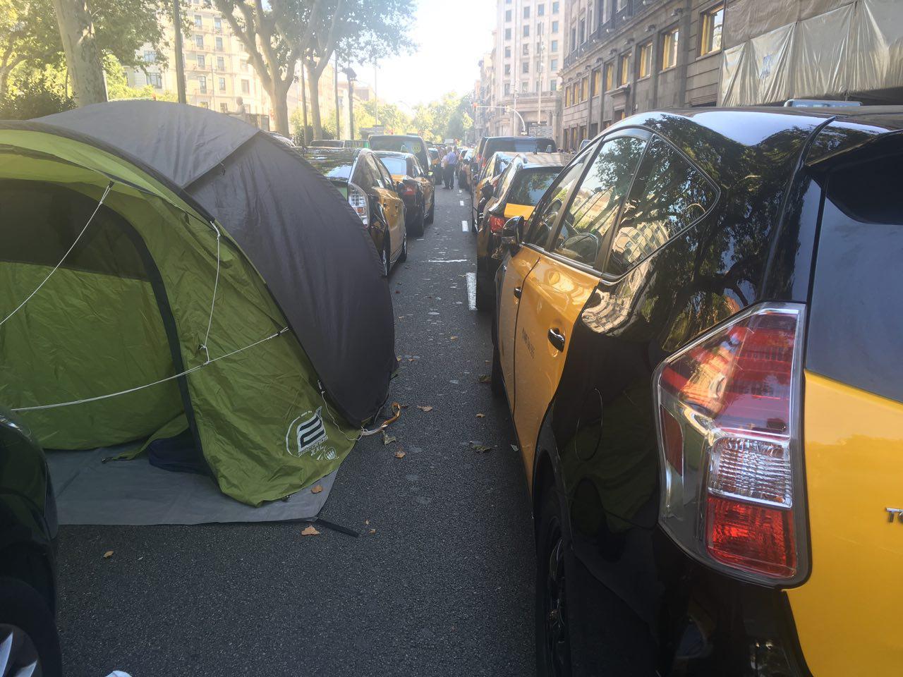 Els taxistes es preparen per una llarga estada a Gran Via, foto: Sonia Calvó