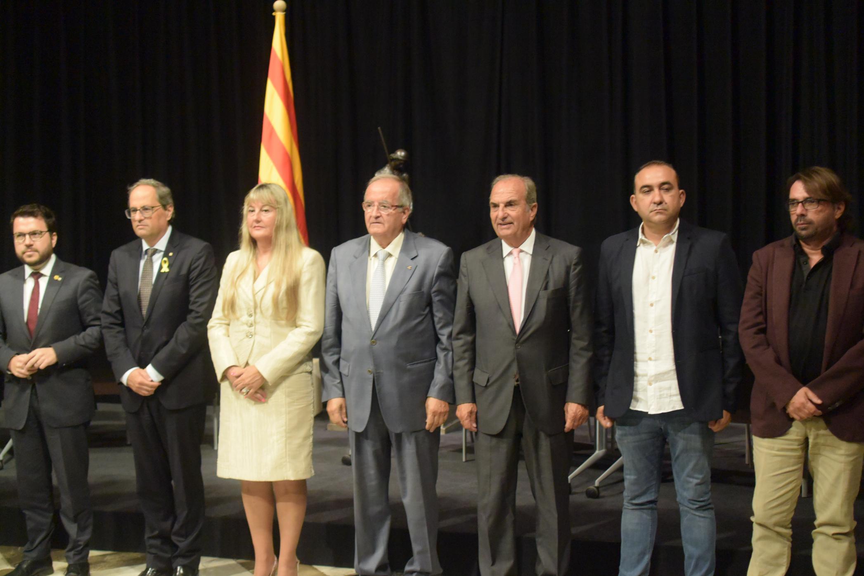 Foto al final de la firma de l'AIC foto: Tomeu Ferrer