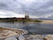 Tres xemeneies de Sant Adria del Besos foto IStock