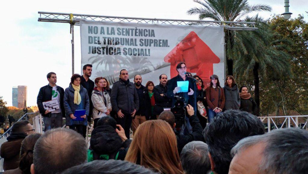 Entitats i sindicats a la protesta davant del Palau de Justícia foto: Tomeu Ferrer