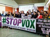 Foto de familia dels convocants a la manifestació Anti Vox