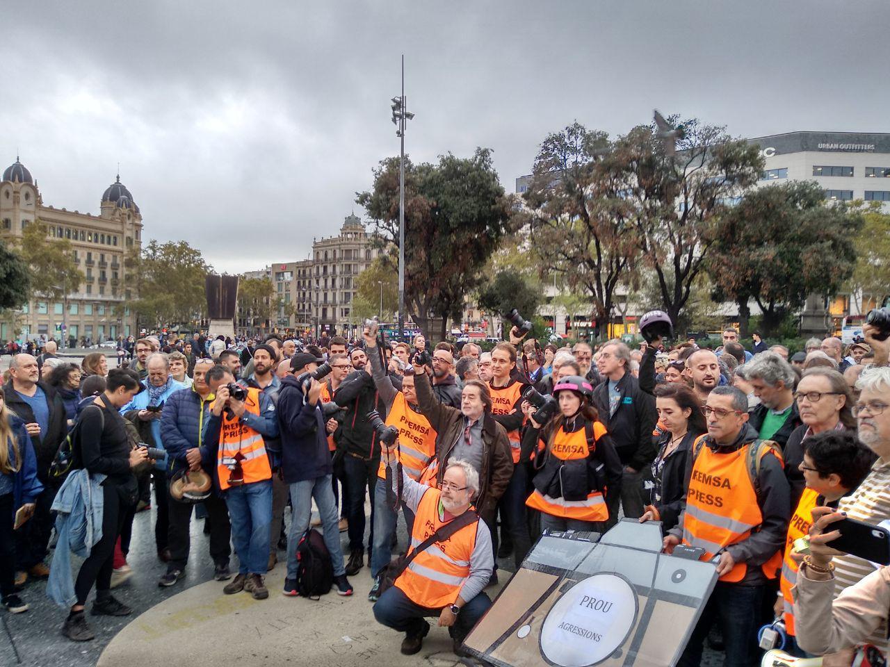 Concentració d'informació contra les agressions als i les periodistes foto: Tomeu Ferrer